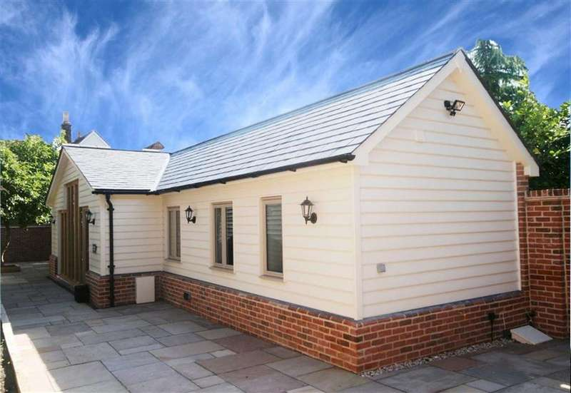 2 Bedrooms Detached Bungalow for sale in Trove House, Buntingford