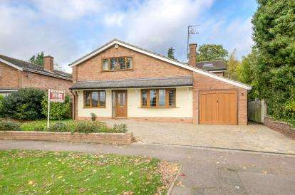 4 Bedrooms Detached House for sale in Neville Crescent, Bromham, Bedfordshire