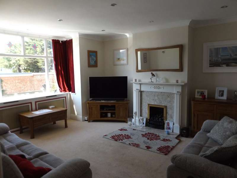 4 Bedrooms Semi Detached House for sale in Warren Close, Bexleyheath, Kent, DA6 7LX