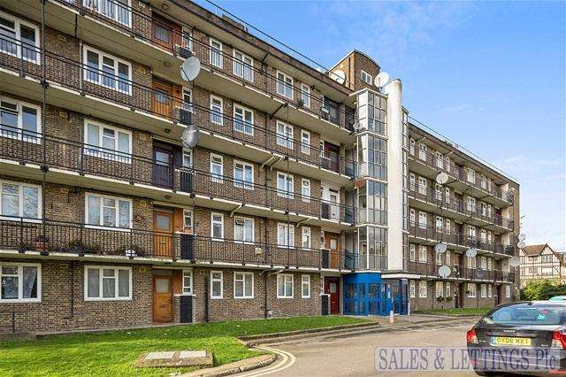 4 Bedrooms Flat for sale in Cheshunt House, Mortimer Crescent, London