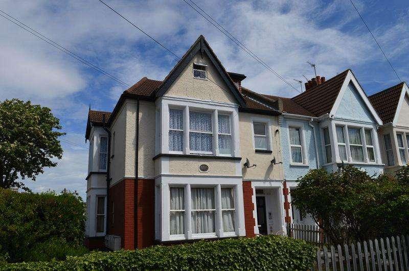 1 Bedroom Flat for sale in Finchley Road, Westcliff-On-Sea