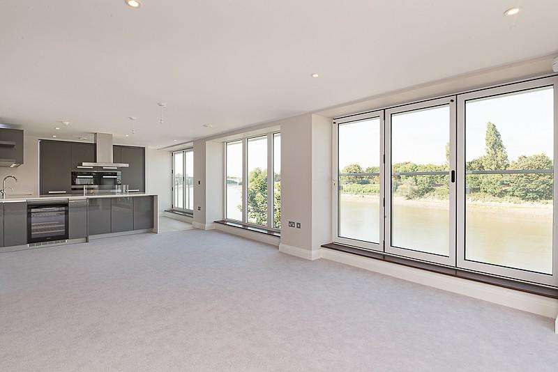 3 Bedrooms Flat for rent in Mortlake High Street, Mortlake, London, SW14