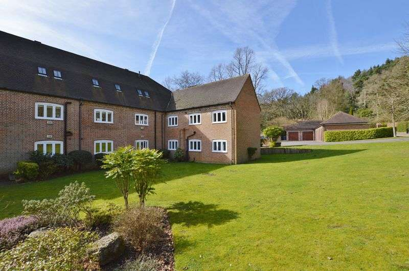 2 Bedrooms Property for rent in Hambledon Park Hambledon, Godalming