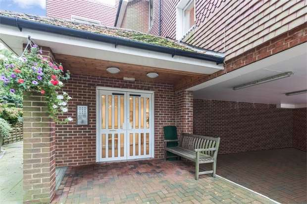 2 Bedrooms Flat for sale in High Street, Heathfield, East Sussex