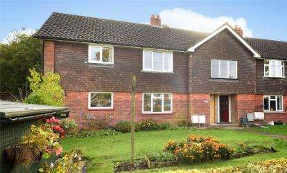 2 Bedrooms Flat for sale in The Square, Paynesfield Road, Tatsfield, Westerham