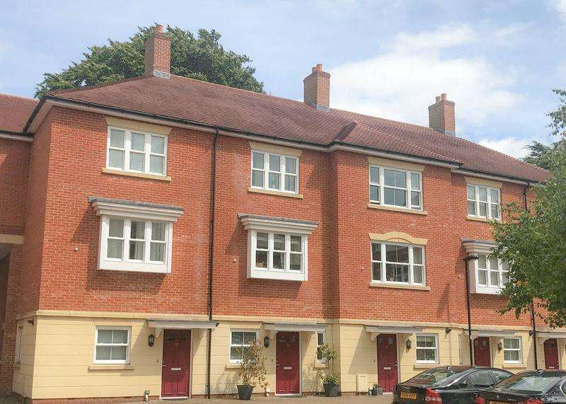 3 Bedrooms Terraced House for sale in St Gabriel's, Wantage