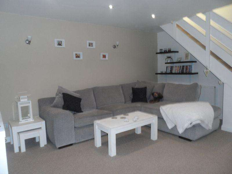 2 Bedrooms Apartment Flat for sale in Rhosddu Road, Wrexham
