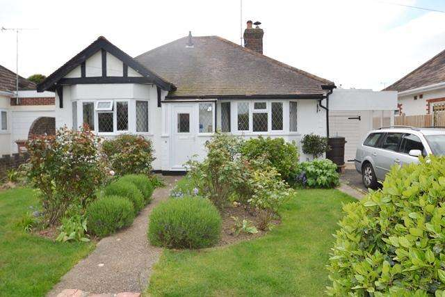 2 Bedrooms Detached Bungalow for sale in Cissbury Road, Ferring, West Sussex, BN12 6QJ