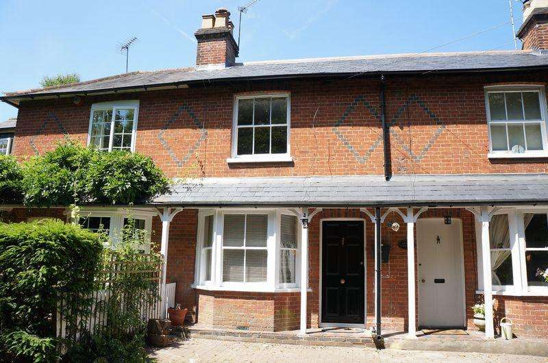 3 Bedrooms Terraced House for sale in Hatchford, Cobham