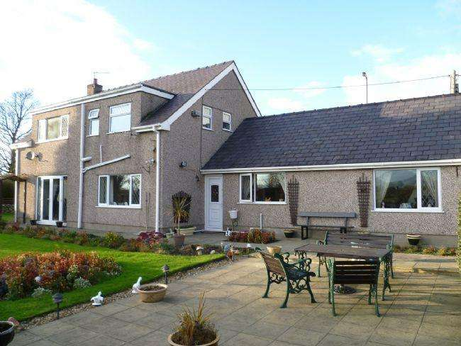 3 Bedrooms Detached House for sale in Bethel