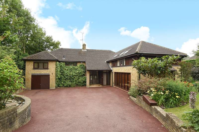 5 Bedrooms Detached House for sale in Sandy Lane, Northwood, Middlesex