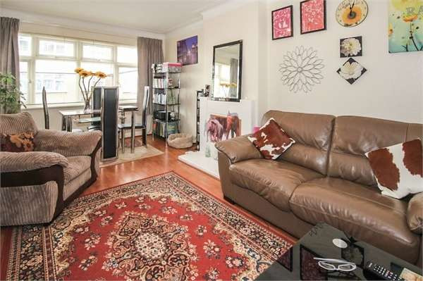 2 Bedrooms Flat for sale in Lincoln Close, London