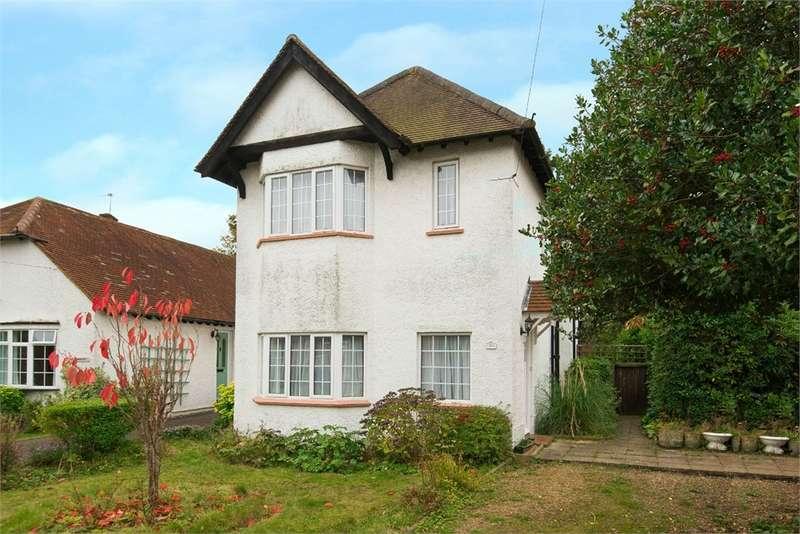 3 Bedrooms Detached House for sale in Gaviots Way, Gerrards Cross, Buckinghamshire