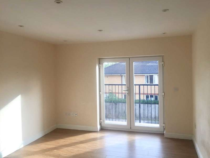 2 Bedrooms Flat for sale in High Street, Slough