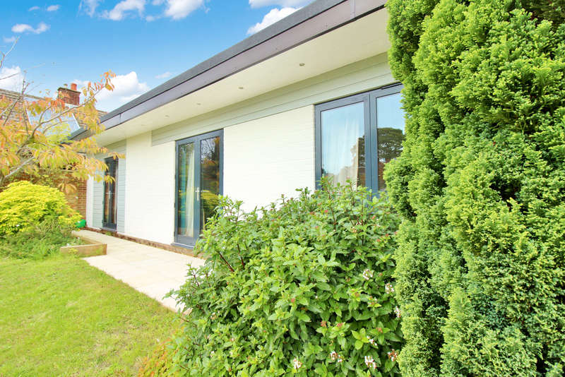 3 Bedrooms Detached Bungalow for sale in Meadow Rise Road, Norwich