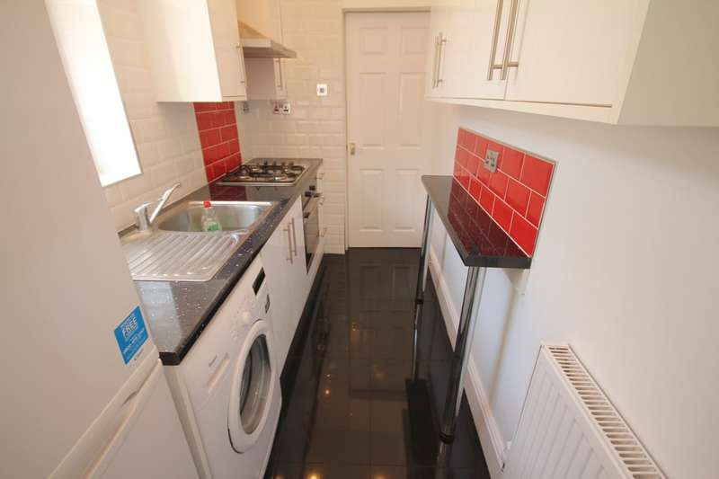 4 Bedrooms Terraced House for rent in Daisy Road, Edgbaston, B16