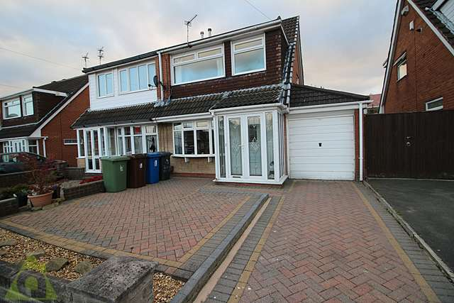 3 Bedrooms Semi Detached House for sale in Telford Crescent, Leigh WN7 5LZ