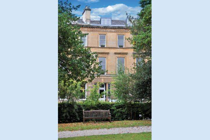 2 Bedrooms Apartment Flat for sale in 14 Park Circus, Park, G3 6AX
