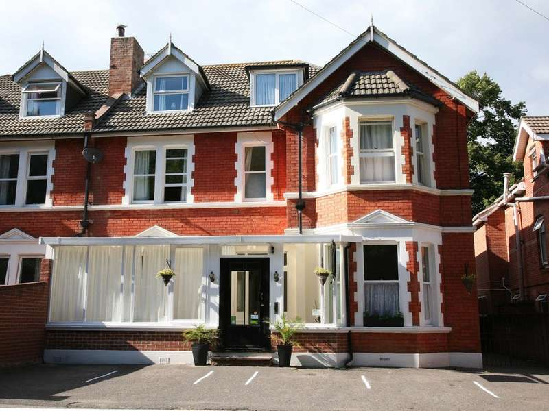 8 Bedrooms Semi Detached House for sale in Spencer Road