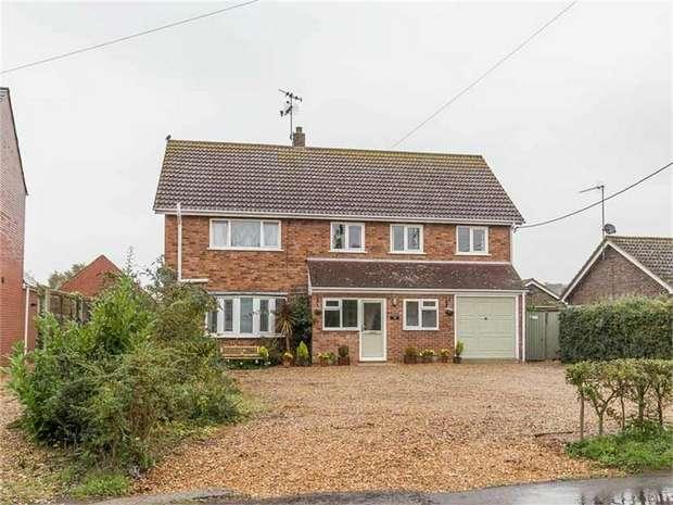 5 Bedrooms Detached House for sale in Post Office Road, Dersingham, King's Lynn, Norfolk