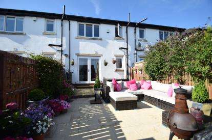 3 Bedrooms Terraced House for sale in Teasel Bank, Pudsey, West Yorkshire