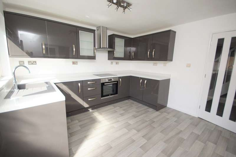 4 Bedrooms Terraced House for sale in Anson Chase, Shoeburyness, Southend-On-Sea