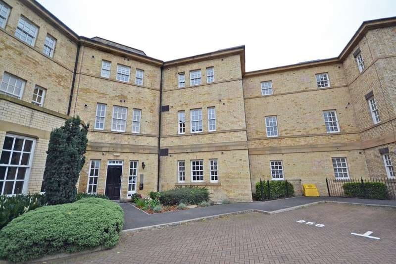 2 Bedrooms Flat for sale in Parklands Manor, Wakefield