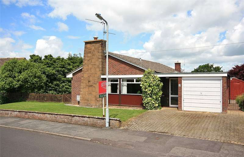 3 Bedrooms Bungalow for sale in Springfield, Ilminster, Somerset, TA19