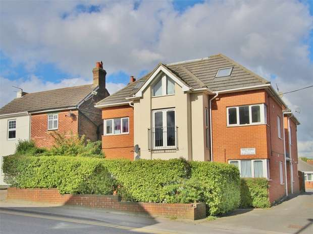 2 Bedrooms Flat for sale in 45 Sea View Road, Parkstone, POOLE, Dorset