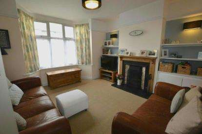 3 Bedrooms Terraced House for sale in Barry Road, Abington, Northampton, Northamptonshire