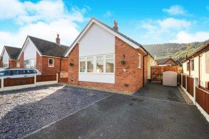 2 Bedrooms Bungalow for sale in The Dale, Abergele, Conwy, LL22