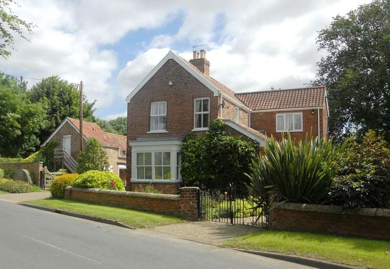 4 Bedrooms Detached House for sale in Paull Road, Hedon HU12