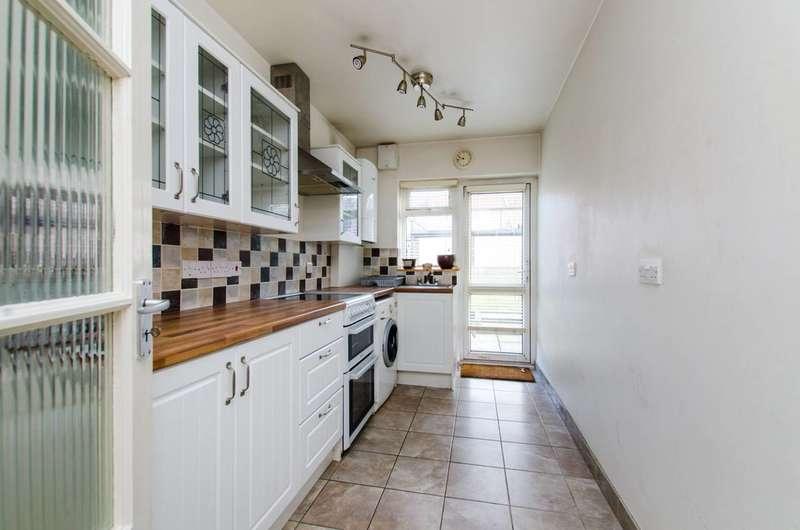 2 Bedrooms Maisonette Flat for sale in Elmhurst Avenue, Mitcham, CR4