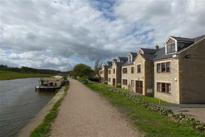 2 Bedrooms Flat for rent in Canal house, Calverley, LS13 1PY
