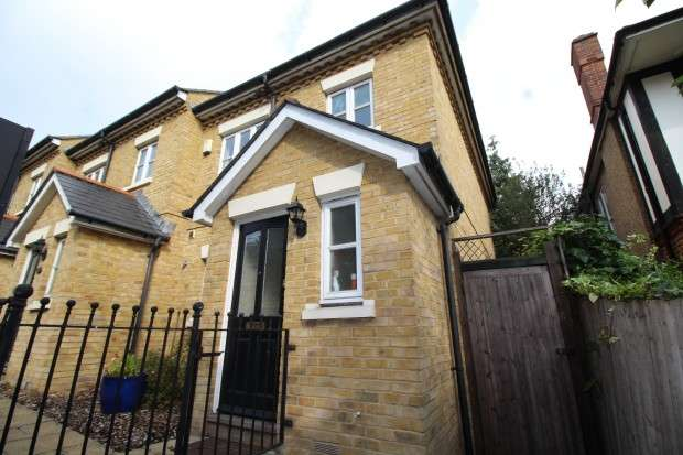 3 Bedrooms End Of Terrace House for sale in 469a Rubens Gardens, Lordship Lane, London, SE22