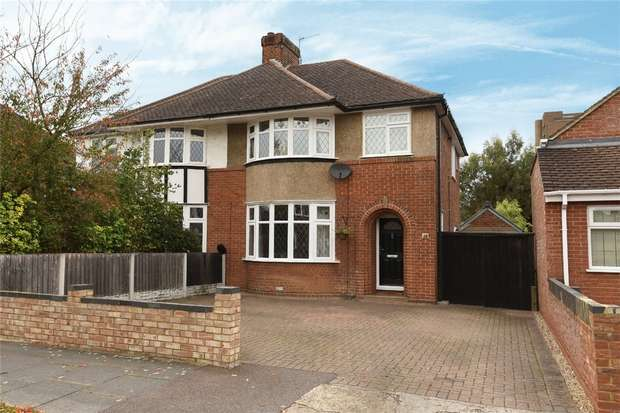 3 Bedrooms Semi Detached House for sale in Risborough Road, Bedford