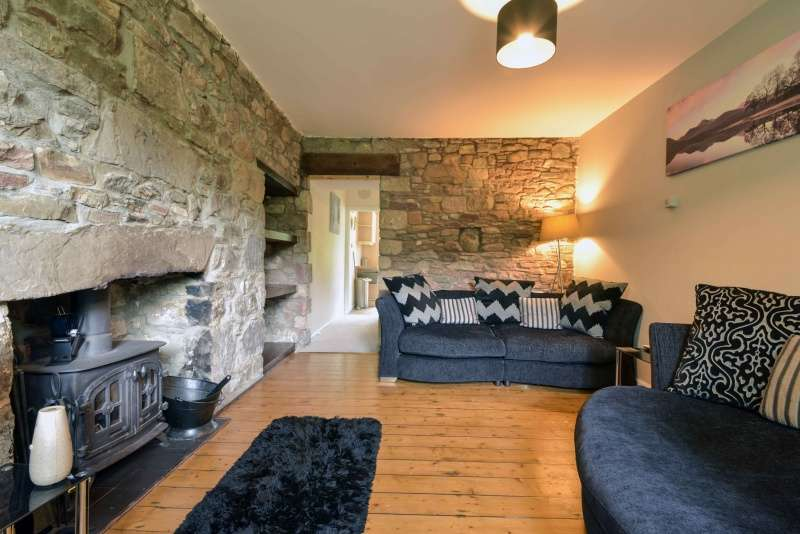 3 Bedrooms Villa House for sale in Culcabock Avenue, Culcabock, Inverness, Highland, IV2 3RG