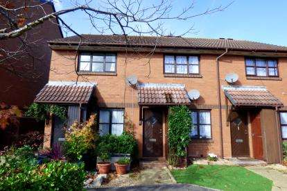 2 Bedrooms Terraced House for sale in Baiter Park, Poole, Dorset