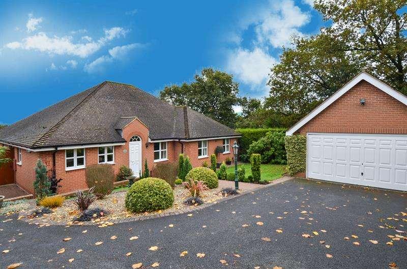 3 Bedrooms Detached House for sale in Edgewood Drive, Barnt Green, Birmingham