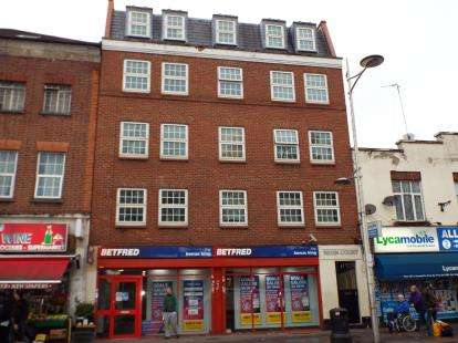 2 Bedrooms Flat for sale in 171 High Street, Barkingside, Essex