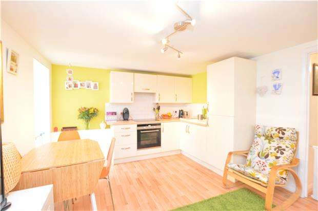 2 Bedrooms Flat for sale in Princes Road, REDHILL, RH1 6JQ