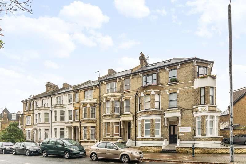2 Bedrooms Flat for sale in St Margarets Road, St Margarets, TW1