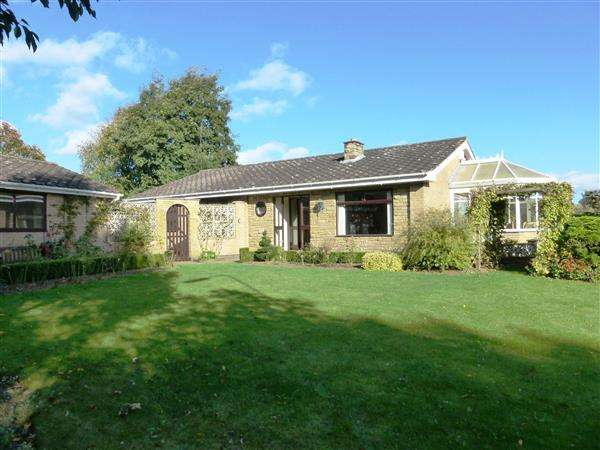 3 Bedrooms Detached Bungalow for sale in Holme Hall Avenue, Scunthorpe