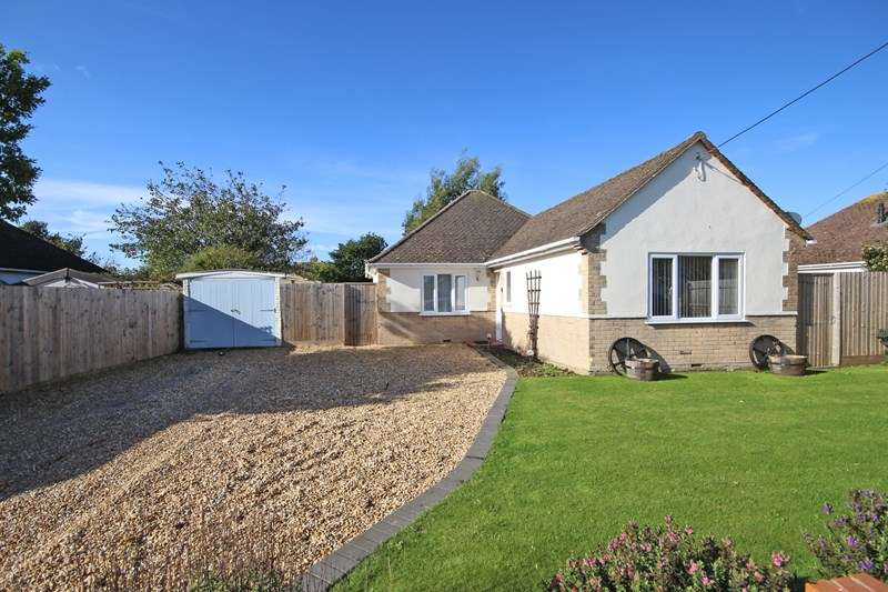 2 Bedrooms Detached Bungalow for sale in High Ridge Crescent, Ashley, New Milton