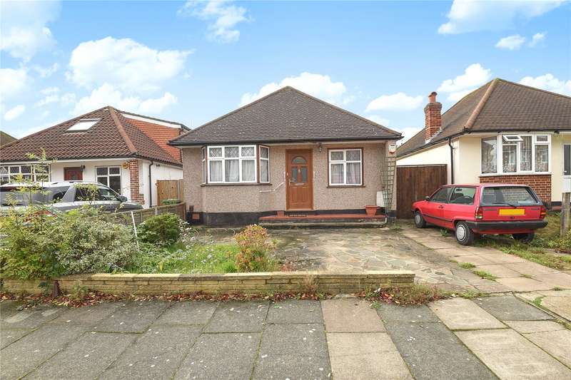 2 Bedrooms Detached Bungalow for sale in Woodford Crescent, Pinner, Middlesex, HA5