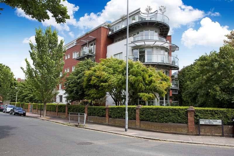 2 Bedrooms Flat for sale in Preston Park Avenue, Brighton, East Sussex, BN1