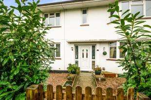 2 Bedrooms Maisonette Flat for sale in Hornbeam Road, Reigate, Surrey