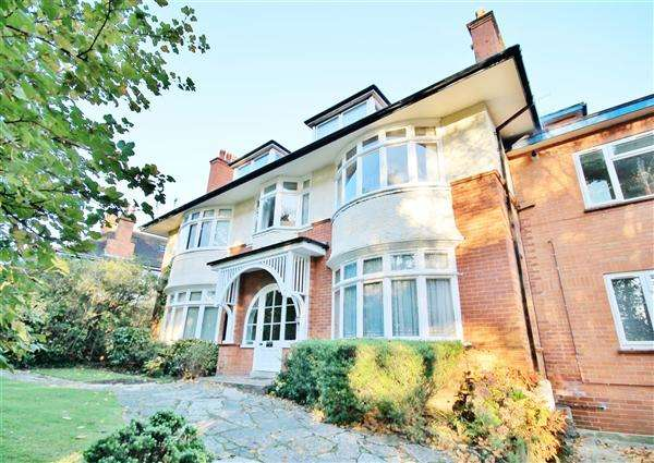 2 Bedrooms Flat for sale in Queens Park West Drive, Bournemouth