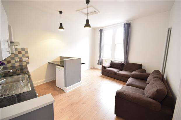 3 Bedrooms Flat for rent in North Street, Bedminster, BRISTOL, BS3