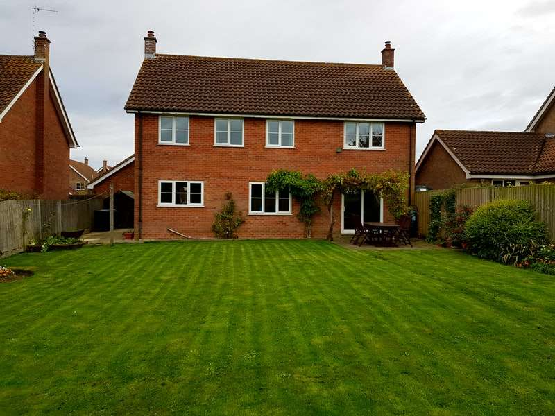 4 Bedrooms Detached House for sale in Dukes Meadow, Bury St. Edmunds, Suffolk, IP30
